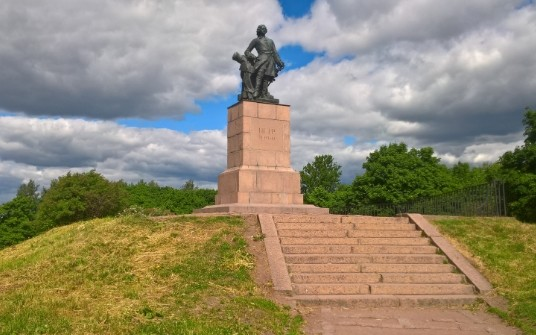 What to see in Vyborg - a monument to Peter I on the Rocky Cape